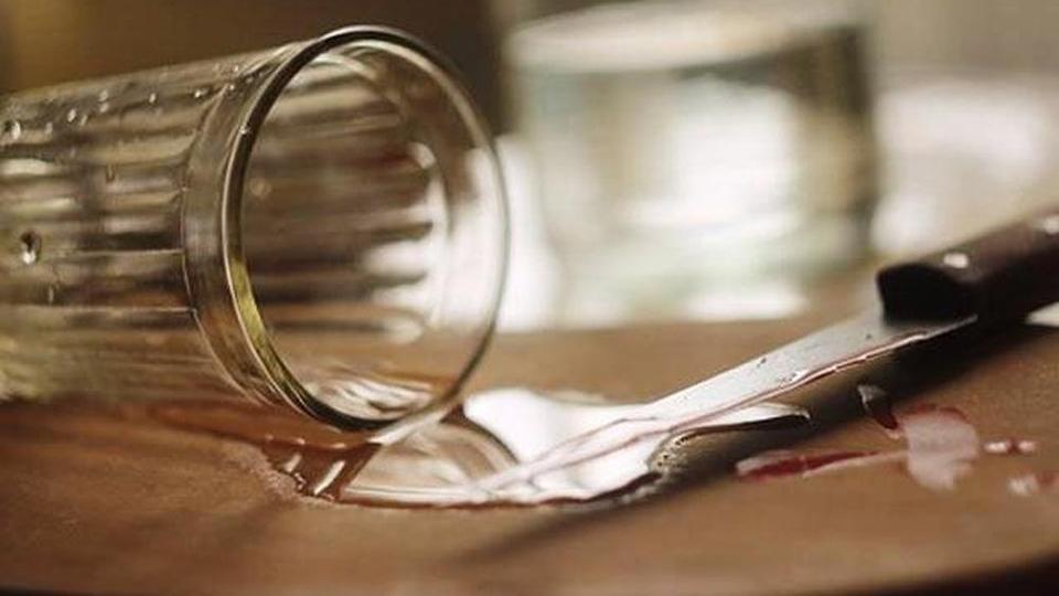Впроцессе пьянки саратовец ранил сына ножом всердце