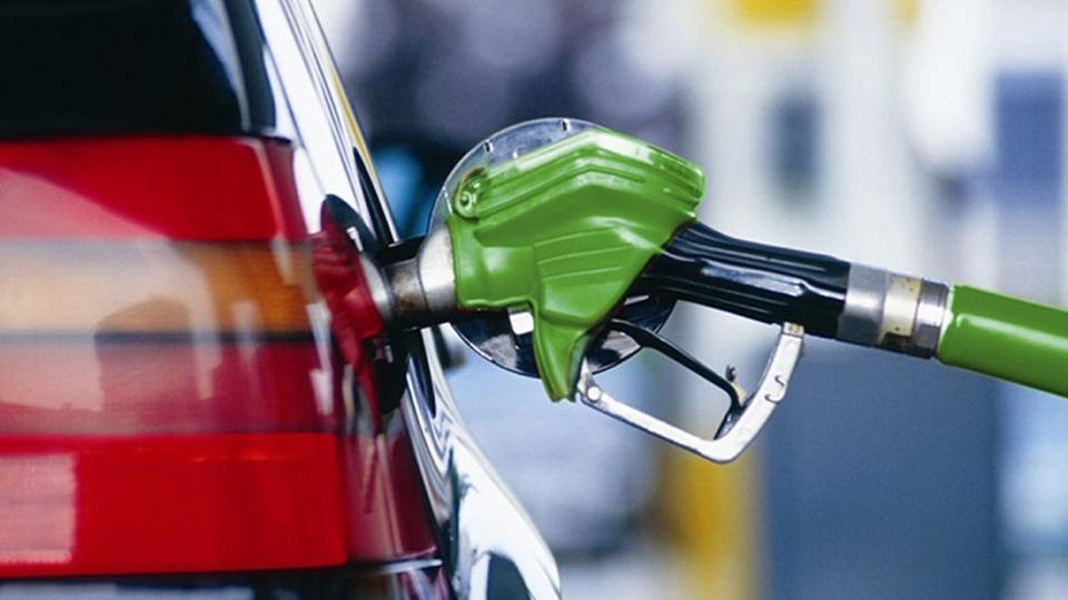 Росстат: Недельный рост цен набензин ускорился до0,3%