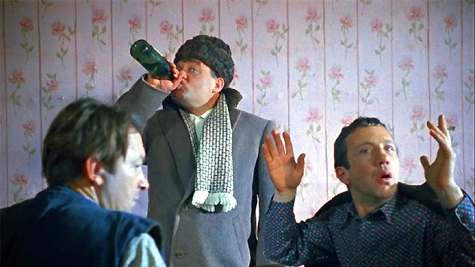 Гражданин Ртищево успел выпить краденую измагазина водку дозадержания
