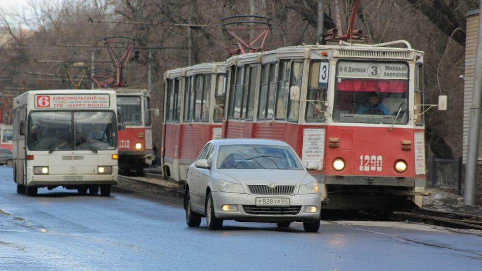 Вчас пик вМирном переулке встали трамваи №3, 9, 10, 11
