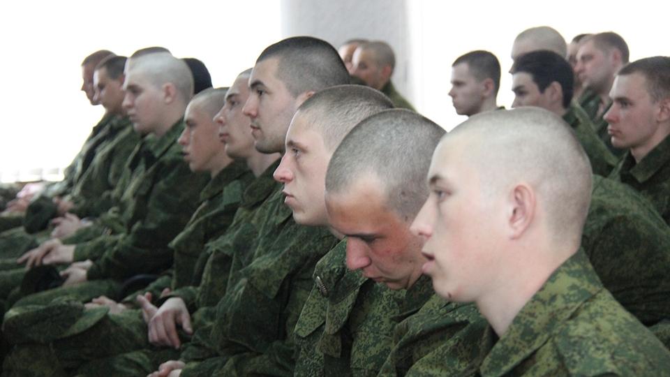 Минобороны увеличивает заработную плату солдатам-срочникам до2 тыс. руб.