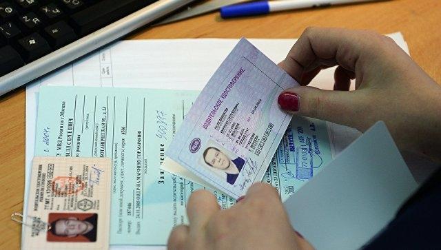 Приставы посоветовали запретить должникам поалиментам сдавать экзамены направа