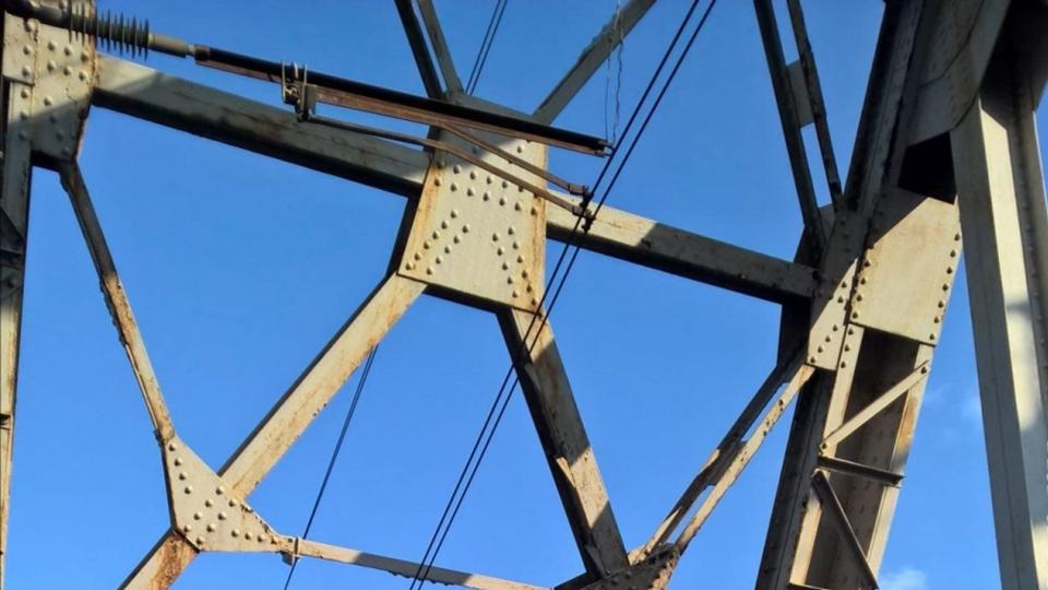 ВБалашове ребенок упал нарельсы ж/д моста после удара током