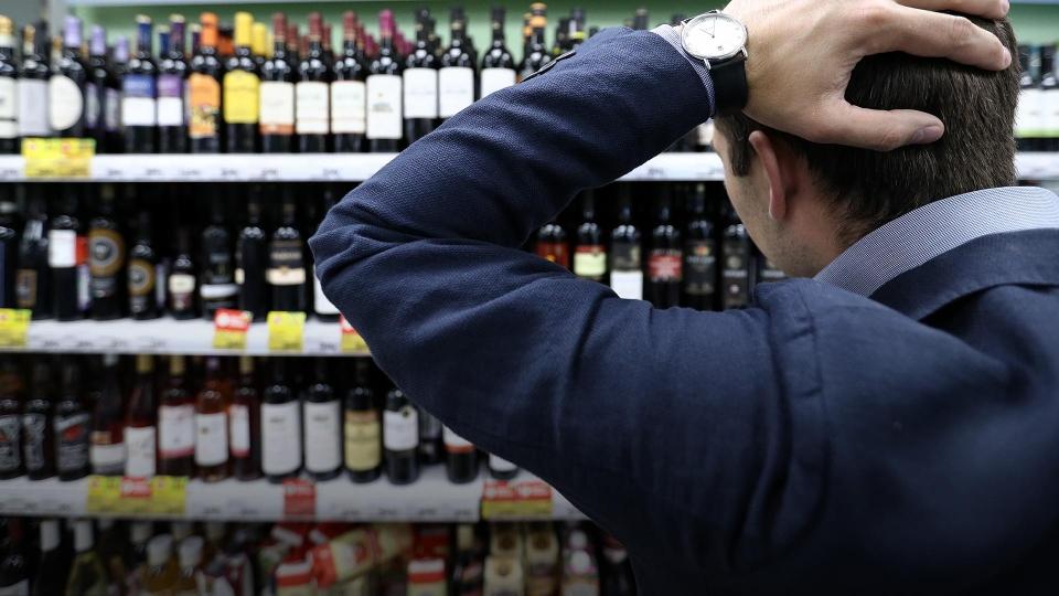Набутылки с спиртом добавят устрашающую надпись