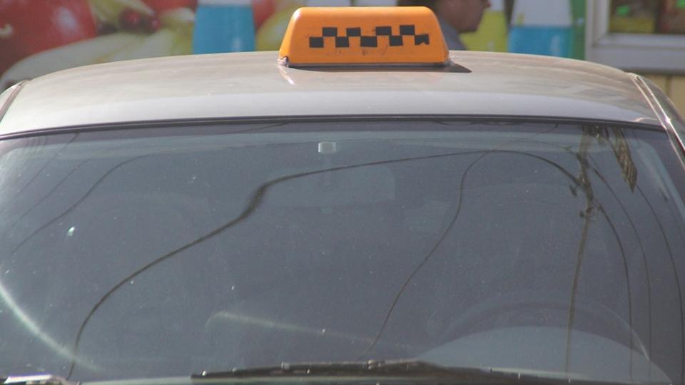 Энгельский таксист изнасиловал 17-летнюю девушку